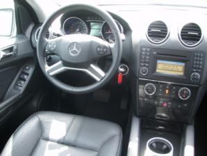Mercedes ML 320 Interior